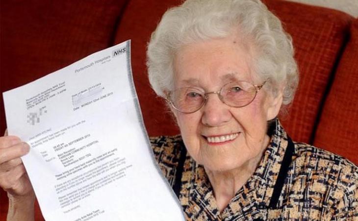Para un  hospital, una abuela de 99 años está embarazada