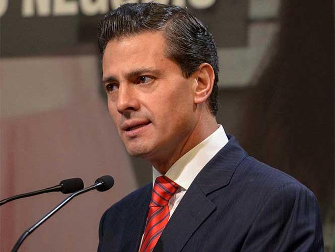 Celebra el presidente Peña Nieto a madres de familia; entregará seguros de vida