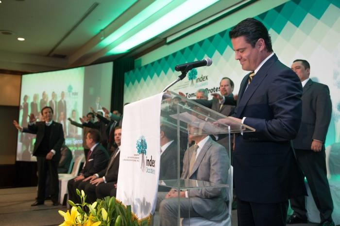 Llama Aristóteles Sandoval a reducir brecha salarial