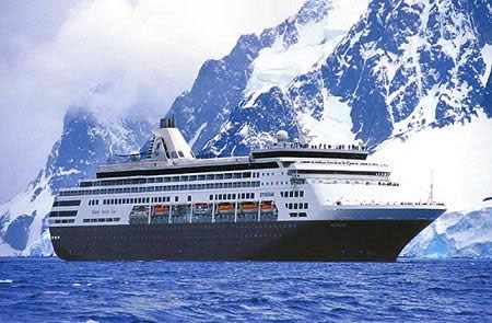 El deshielo abre camino a crucero de turistas