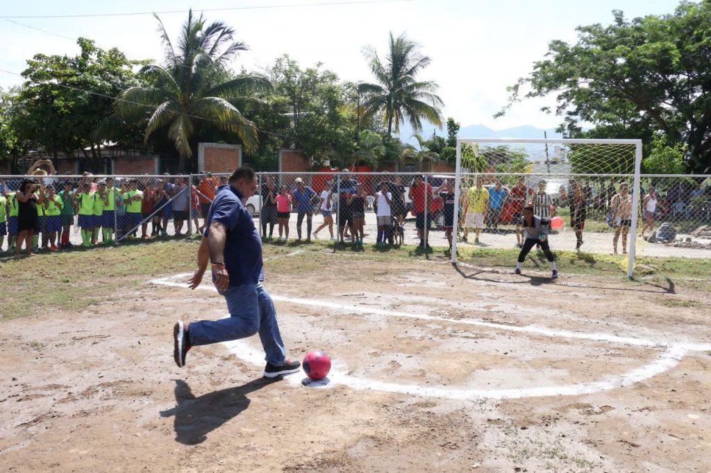 Vecinos de Arboledas cuentan con una cancha de futbol segura