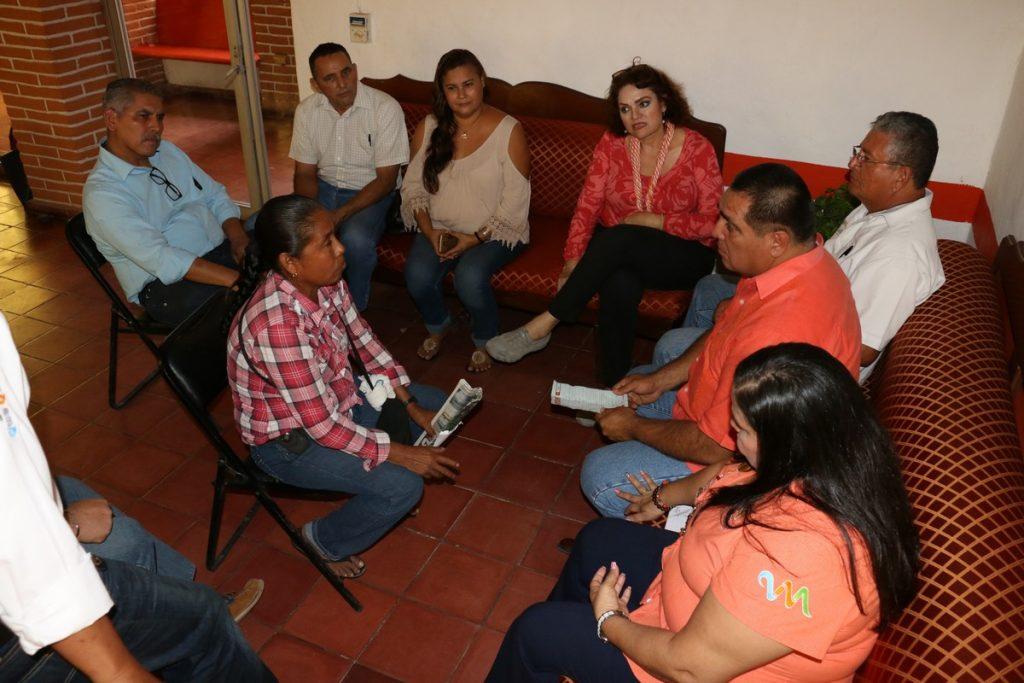 Atiende Arturo Dávalos a vecinos de Las Juntas