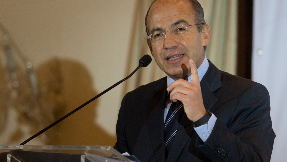 Acusa Felipe Calderón ser perseguido político de López Obrador