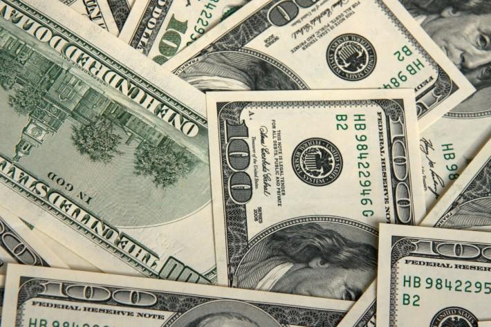 Continúa dólar por encima de los 23 pesos