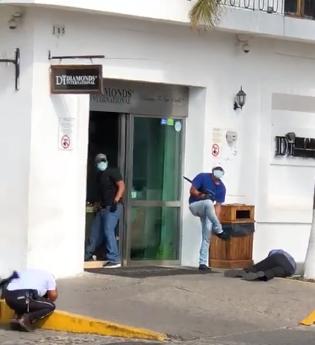 Un sospechoso detenido, tras asaltos a joyerías de PV
