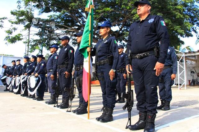 Reciben policías bono económico