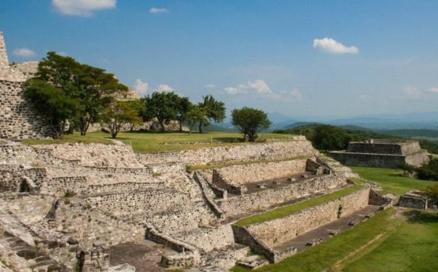 La Zona Arqueológica de Xochicalco exhibe piezas en realidad aumentada