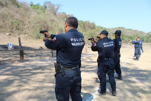 Evalúan a policías municipales para certificarlos