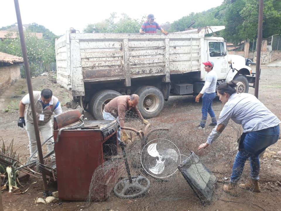Sacan cientos de toneladas de cacharros de hogares vallartenses