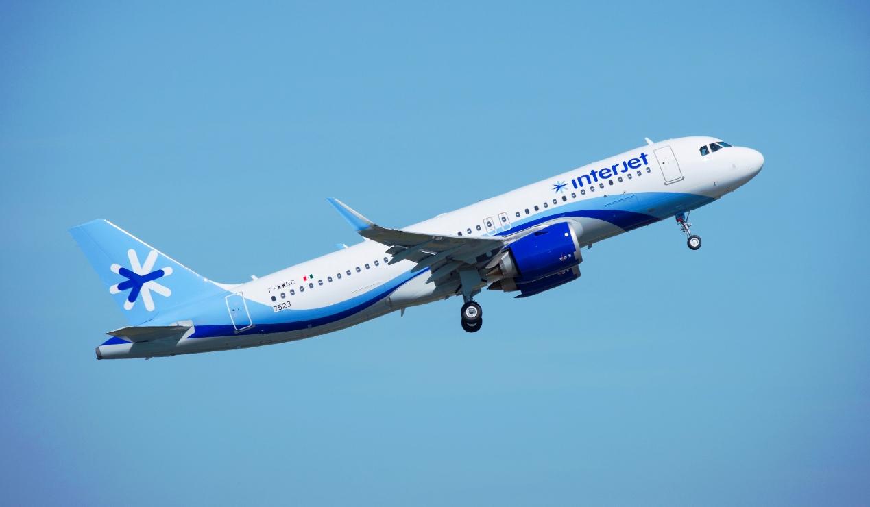 Por falta de A/A, vuelo Vallarta-León aterriza de emergencia