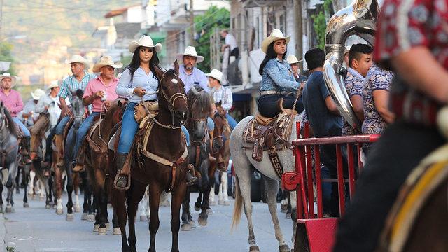 Con tradicional cabalgata, inician festejos patronales del Pitillal