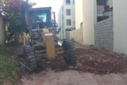 Continúa arreglo y mantenimiento de vialidades en la ciudad