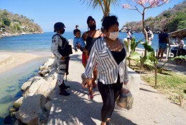 Empresa constructora de la mini hidroeléctrica dona despensas en Boca de Tomatlán
