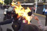 Buscan a persona que prendió fuego a policía de Guadalajara