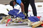 Localizan cajas negras y parte del fuselaje de avión que cayó en costas de Indonesia
