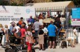 Hasta tres horas de esperan bajo el sol para poder recibir la vacuna