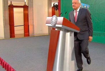 En un sólo pie, López Obrador destaca el combate a corrupción