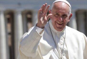 El Papa reduce 10% sueldo de cardenales tras impacto por la pandemia
