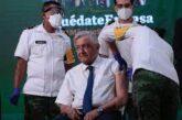 AMLO recibe vacuna anticovid de AstraZeneca durante La Mañanera en Palacio Nacional