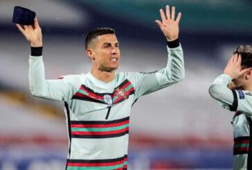 Banda de capitán que Cristiano Ronaldo tiró al césped se vendió en Serbia por 75.000 dólares