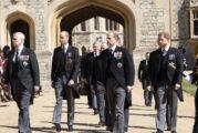 ¿Por qué la familia real no usó trajes militares para despedir al príncipe Felipe?