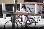 Viacrucis: Jesús hace su recorrido… en bicicleta