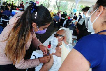 Jóvenes se disfrazan de adultos mayores para ser vacunados contra COVID en CDMX