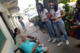 Miriam Miramontes, Candidata por Futuro en PV, recorre calles donde han reportado amenazas a adultos mayores