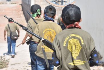 Niños se arman y se suman a la policía comunitaria de Ayahualtempa