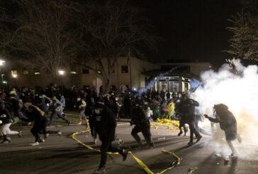 Policías incendian Minnesota y Virginia por ataque a soldado y por asesinato de afroamericano