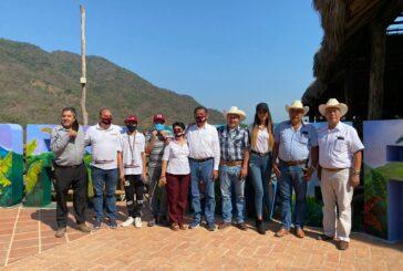 Yussara y el Prof. Michel crean acuerdos con ejidatarios del Jorullo