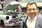 Magistrado usa taller de tribunal para restaurar sus autos clásicos