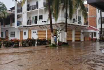 Al menos 30 restaurantes afectados al paso de Nora por Vallarta